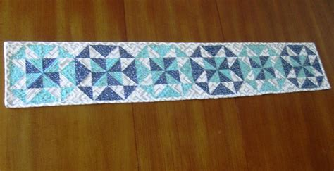 free table runner patterns 7 free table runner patterns to dress up your home