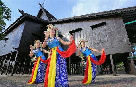 Pouch Batik Kembang by Tari Baksa Kembang