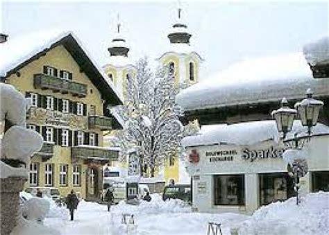 traditional tyrolean house st johann in tirol tirol austria mercatini e pacchetti sci a sankt johann in tirol