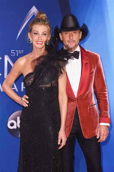 Faith Hill Getting Owned At The Cmas by Faith Hill And Tim Mcgraw Embody Modern Country Chic At