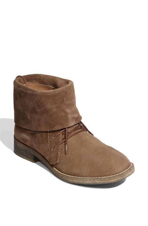 steve madden briidge chukka boot in brown light brown