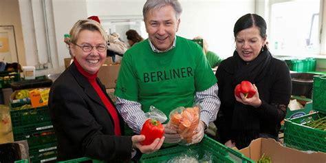 berliner tafel armut in berlin tafeln passen in die neoliberale zeit