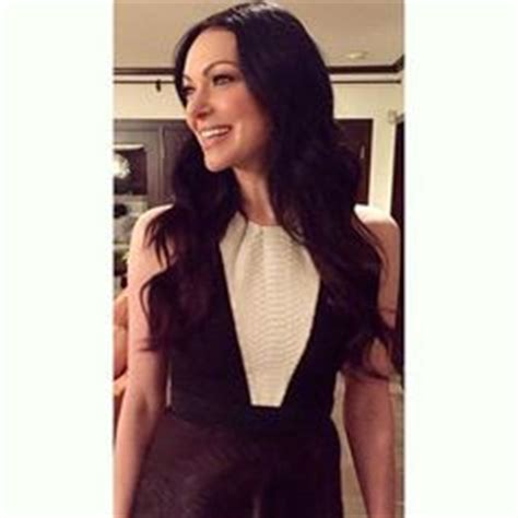 alex vause hair style copy laura prepon s amazing beauty look grooming