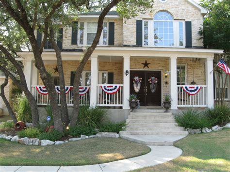 a traditional foursquare in texas more houses for sale hooked on san antonio texas traditional style home tour debbiedoos