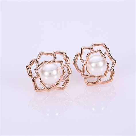 what earrings do the real houses wifes of beverly hills wear shannon s pearl flower earrings housewives jewelry