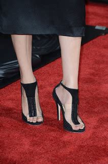 celebrity feet elizabeth banks