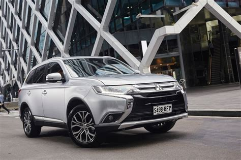 2016 white mitsubishi review 2016 mitsubishi outlander review and first drive