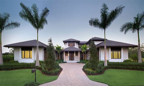 custom home in florida with swimming pool