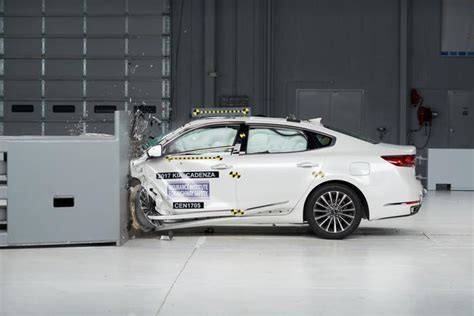 Kia Consumer Affairs An Iihs Top Safety Award For Redesigned Kia Cadenza