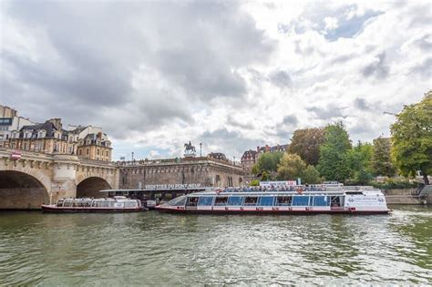 bateau mouche river cruise paris seine river cruise