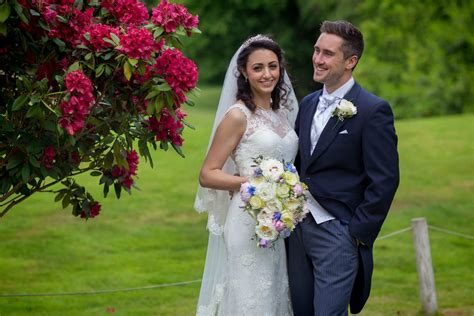 Eheringe Paar by Best Italian Wedding In Woking Wedding Photographer
