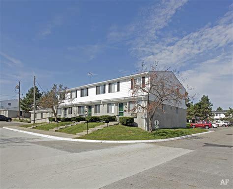 apartments in pontiac michigan grosvenor townhomes pontiac mi apartment finder