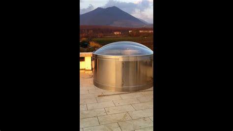 a cupola lucernario a cupola elettromeccanica con struttura in
