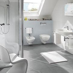 Kleines Bad Dachgeschoss by Kleines Badezimmer Mit Schr 228 Ge