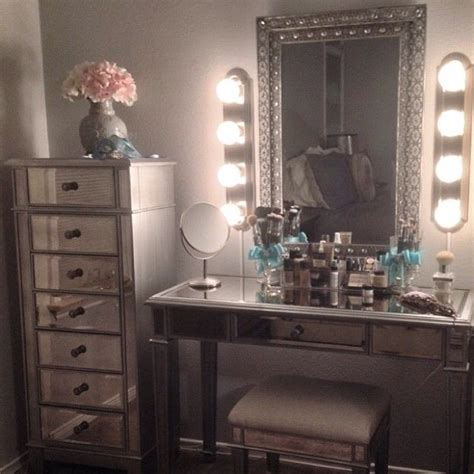 Bedroom Makeup Vanity With Lights by 25 Best Ideas About Mirrored Furniture On