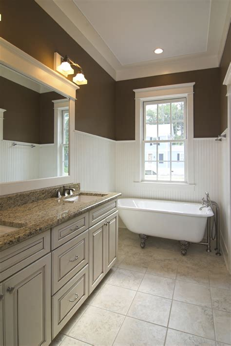 Bathroom With Wainscoting Ideas by Home Decoration Amp Accessories 14 Terrific Wainscoting