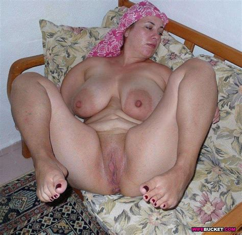 Nude Milfs And Amateur Wives