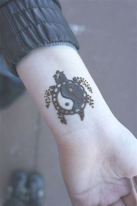 henna tattoo yin yang 25 best ideas about henna wrist on
