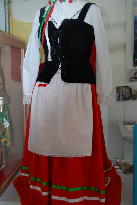art project for italian christmas tradition traditional italian dress for here is a typical