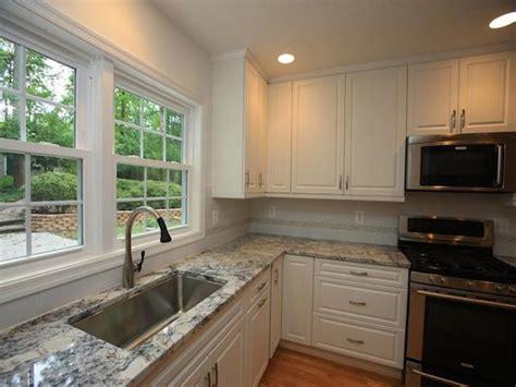 white ice granite with white cabinets white ice granite white cabinet backsplash ideas