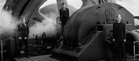 peter lindbergh a different 3836552825 peter lindbergh a different vision on fashion photography metalocus