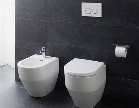bathroom sanitaryware toilet and bidet ream