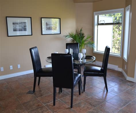 staging a dining room 5 tips to staging a dining room maverick empire
