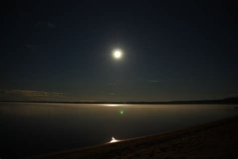 Moon Rising file moon rising lake jpg wikimedia commons