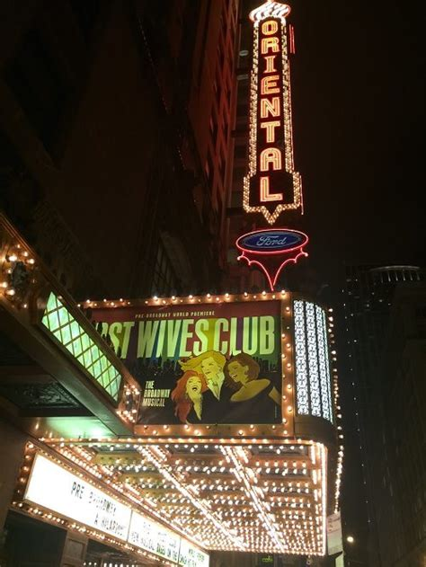 chicago theater district   tours  foot