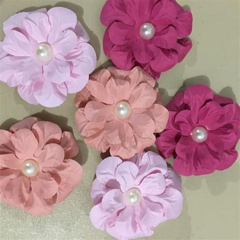 flor de papel para scrapbook pictures to pin on pinterest flores scrapbook claudia celo artesanato elo7