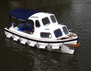 nelson canoe and boat hire day boat hire cabin cruiser day boats stratford upon