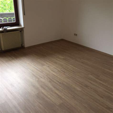 schlafzimmer renovieren schlafzimmer renovierung mit neuem vinylboden maler und