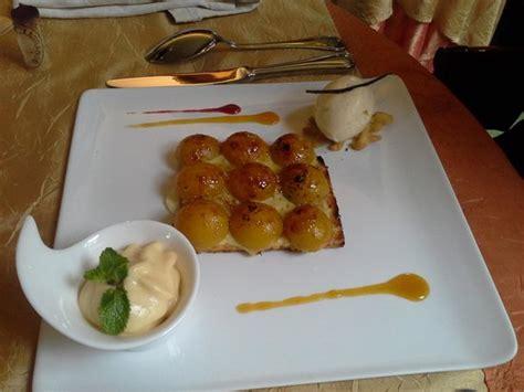 dessert tarte aux mirabelles glace vanille et espuma de mirabelle photo de tastevin