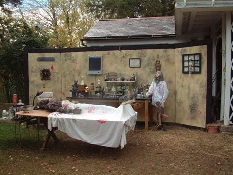 yard haunt decorating ideas best 25 yard haunt ideas on haunted trail