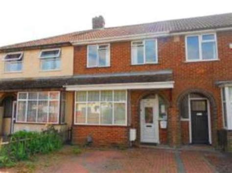 2 bedroom house bedford 2 bedroom terraced house for sale in winchester road
