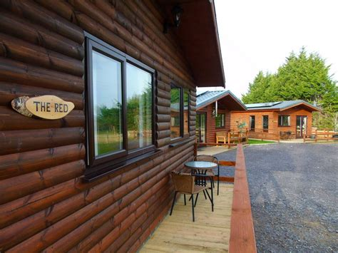 Cabins In Wales With Tubs by Log Cabins With Tubs In Wales Llannerch