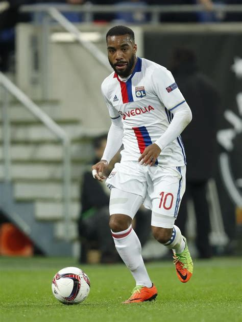 arsenal january transfer news arsenal transfer news alexandre lacazette could deliver