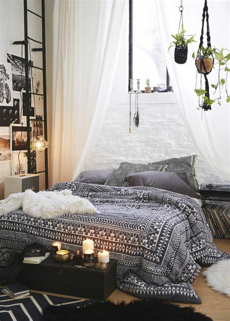 ambiance romantique chambre la deco chambre romantique 65 id 233 es originales archzine fr