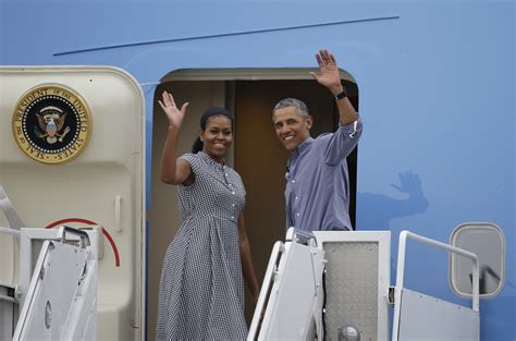 obama vacation obama wraps up two week vineyard vacation