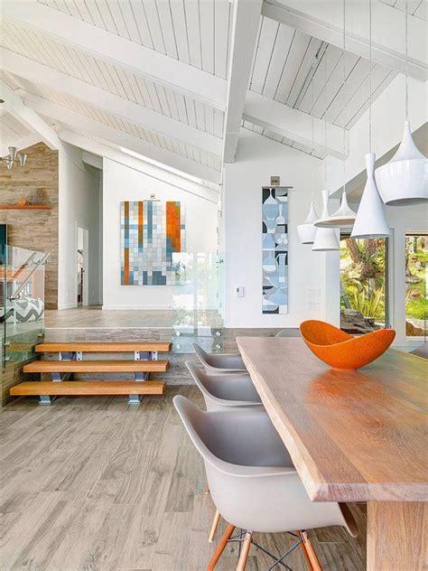 Supérieur Interieur Maison Bois Contemporaine #4: maison-plain-pied-moderne-int%C3%A9rieur-table-chaises.jpg