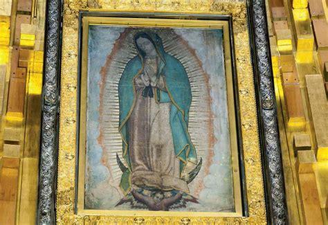 imagen de la virgen de guadalupe que esta en la basilica descubre el significado del manto y la luna negra en la
