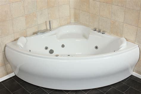 dreieck badewanne whirlpool badewanne 24 d 252 sen heizung ozon led