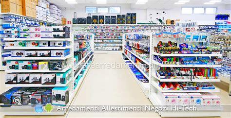 scaffali negozio alimentari arredamenti per negozi elettronica computer smartphone