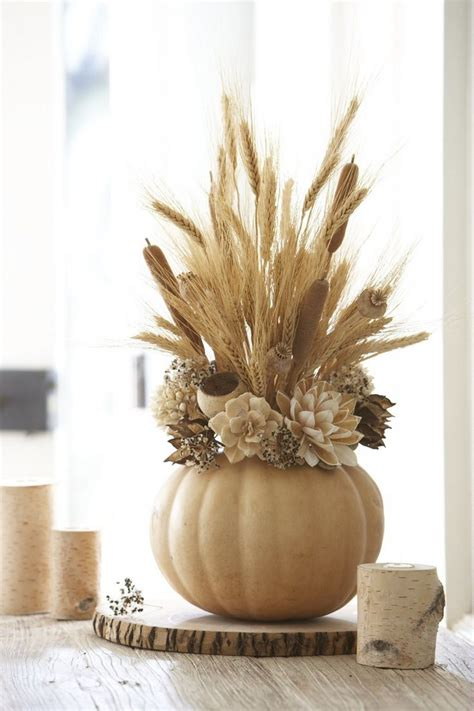 fall centerpieces with feathers d 233 coration automne pour l action de gr 226 ce en 233 pis de bl 233