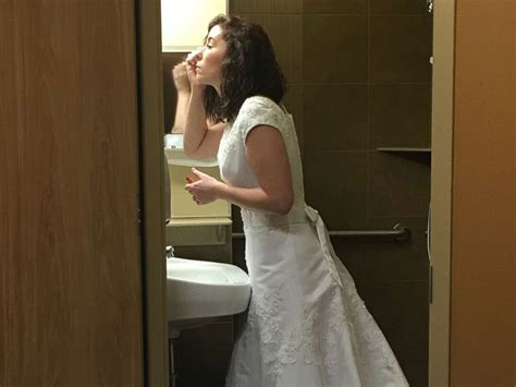 Bride weds in hospital days before her mom dies of cancer