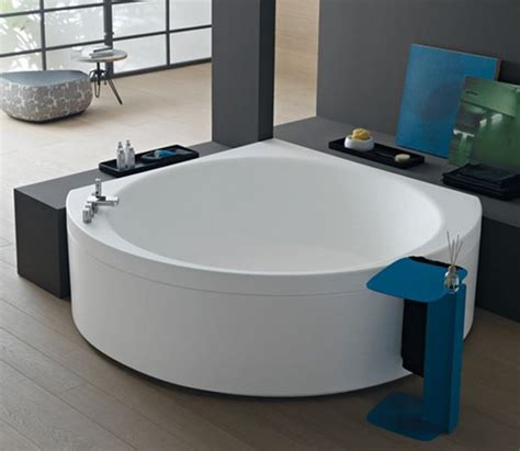 25 Best Ideas About Corner Bathtub On Pinterest Corner Small Bathroom Corner Tub