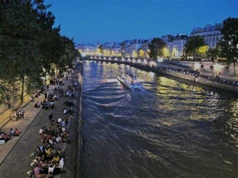 on the bank of the seine ile de la cite and left bank picture of river seine