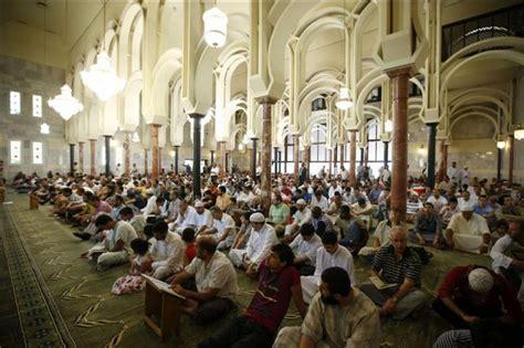 imagenes de musulmanes orando un grupo de musulmanes rezando hoy en la mezquita de la m