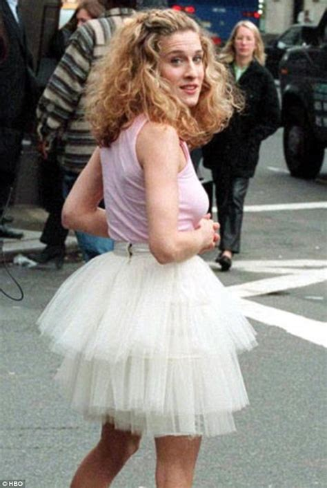 Even Carrie Bradshaw Wears Big Knickers by Annasophia Robb S Black Dress On Set Of The Carrie Diaries