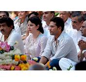 Sad Cricketer Tendulkar Centre Right With His Wife Anjali Struggle